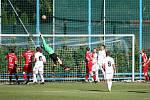 Fotbalisté Všechovic (v bílém) na půdě Vsetína