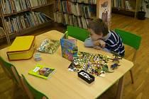 Tématické kufříky v hranické knihovně
