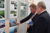 Putovní výstava s názvem Křižovatka tří moří v Přerově je od čtvrtku k vidění v Městském informačním centru v Přerově.