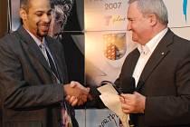 Na trůn v anketě Sportovec města Prostějova 2007 usedli v kategorii dospělých týmů basketbalisté BK Prostějov, za něž cenu převzal rozehrávač Rashaan Ames.