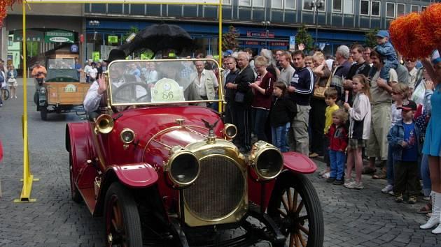 Nejstarší vůz na startu Helfštýnského okruhu, stroj Chenard &Walker, byl vyroben v roce 1912.