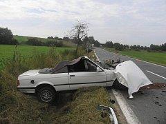 Tragická nehoda u obce Křenovice si vyžádala život devětatřicetiletého řidiče BMW kabriolet.