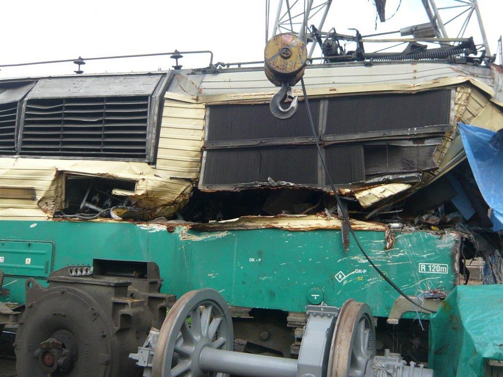 Lokomotiva, před kterou se ve Studénce zřítil most, je určena k likvidaci.