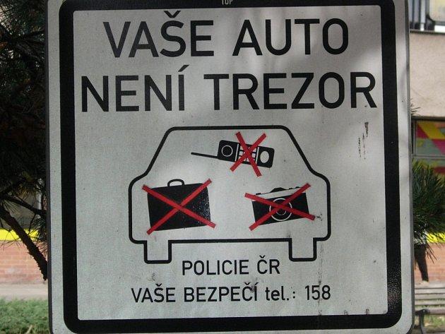 Tato značka je umístěna již téměř na všech veřejných parkovištích.