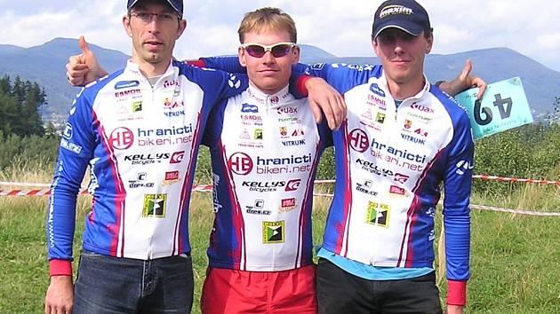 Hraničtí cyklisté po závodě v Rožnově.