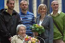 Dana Zátopková s hranickými atlety