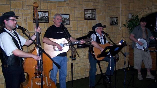 Country a folková formace Šediváci.