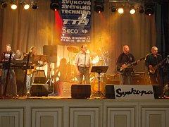 Akci Silvestr nanečisto v Městském domě v Přerově hudebně provázela kapela Synkopa.