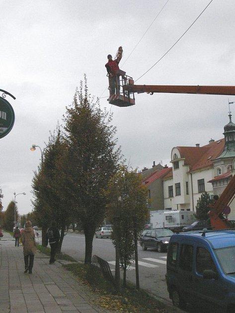 První žárovky.