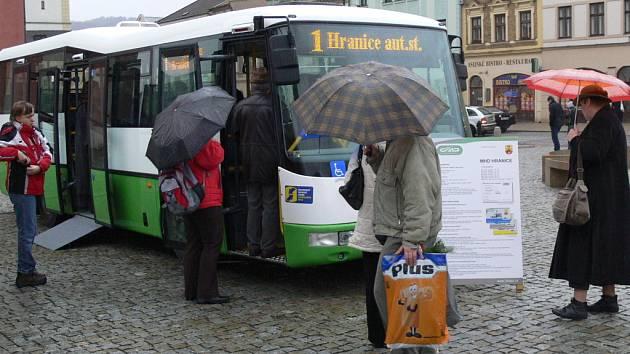 Nové autobusy Městské hromadné dopravy se představily Hraničanům.