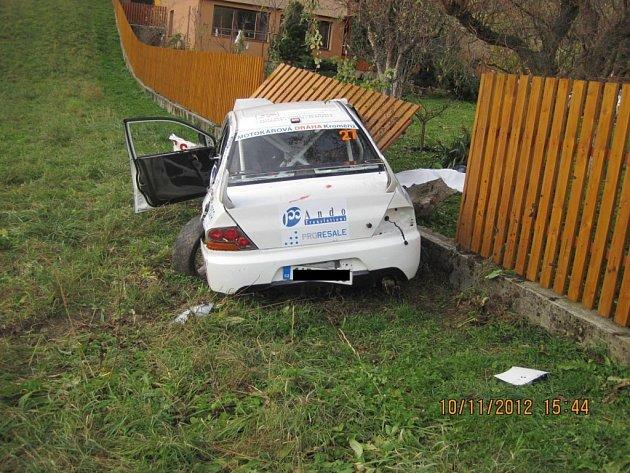 Místo havárie při Autogames Rallye závodech u Lopeníku, kde zemřely čtyři dívky.
