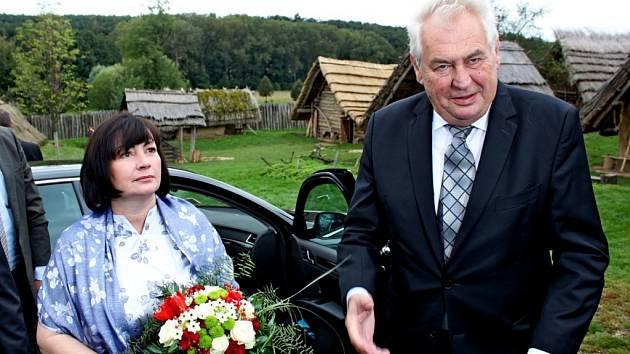 Prezidentský pár si v úterý 23. září v archeoskanzenu Modrá udělal procházku Velkou Moravou