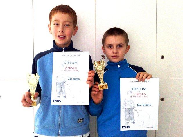 Jeden z úspěchů PTA zaznamenal Jan Momčil (vlevo), který byl ve čtyřhře druhý společně s J. Hrnčiříkem.