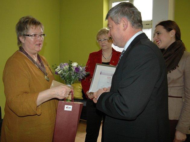 Zleva: Marie Halamíčková, senátorka Hana Doupovcová, Vít Pecha z České podnikatelské pojišťovny a Denisa Kalivodová z pořádající společnosti Prime Communications.