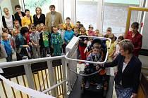 Mezi prvňáčky ve Vlčnově se letos zařadil také šestiletý Matyáš Horák, který je odkázán na invalidní vozík. Jeho nástupu se tamější škola přizpůsobila potřebnými úpravami svých prostor.