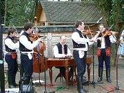 Mužský pěvecký sbor z Míkovic zazpíval také ve Vlčnově.