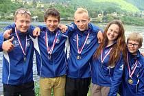 Novoveští kanoisté, zleva: Michal Girašek, Jiří Zalubil, David Janík, Adéla Janošková, David Hatlák.