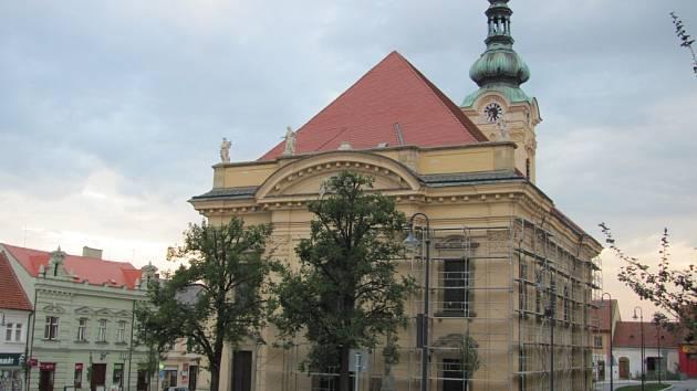 Kostel Neposkvrněného početí Panny Marie v Uh. Brodě.