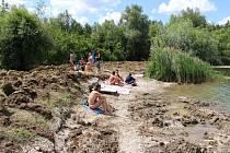 Nudistická pláž na jezerech v Ostrožské Nové Vsi. Ilustrační foto.