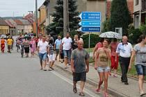 Na protestu proti rozhodnutí zastupitelů odvolat starostku Podolí se sešlo na 100 místních obyvatel. Po shromáždění na radnici se vydali do ulic.