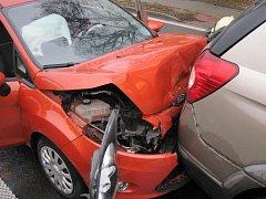 Nehoda dvou osobních vozidel v Jarošově