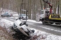 Ke zranění matky s dítětem došlo při nehodě, která se stala ve čtvrtek 14. prosince krátce před desátou hodinou dopoledne u Žítkové.