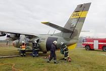 Na ranveji hoří letadlo, uvnitř jsou uvěznění cestující i posádka, tak to v pondělí 10. října vypadalo na letišti v Kunovicích. Žádné drama s tragickými následky se ale nekonalo, naštěstí šlo jen o cvičení hasičů.