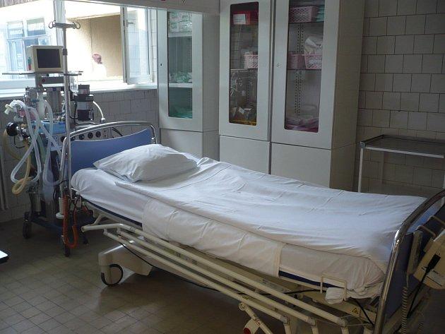 Lékařka obviněná zneposkytnutí pomoci bezdomovci, který v lednu 2007 zemřel před bránou Fakultní nemocnice v Olomouci, půjde před soud. Státní zástupkyně  totiž rozhodla o podání obžaloby. Ilustrační foto