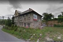 Dům číslo popisné 104 v Bílovicích zatím chátrá. Obec proto zvažuje jeho výkup za 2,5 milionu korun.