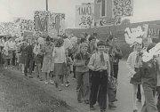 PRVOMÁJOVÝ PRŮVOD. Povinně nepovinně se až do roku 1989 také Dolněmčané zapojovali do adorace Svátku práce v prvomájových průvodech. Ty od půli 70. let minulého století vycházely z areálu národního podniku Svit a po zhruba dvoukilometrovém pochodu vesnicí