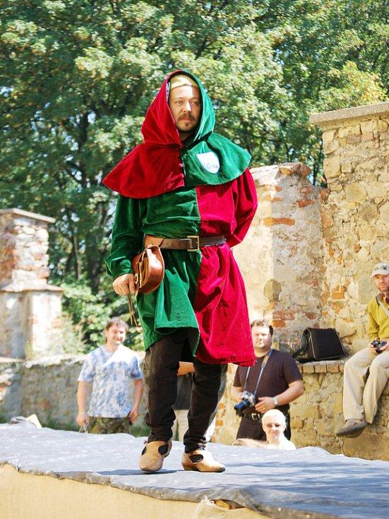 Historické kostýmy z 15.-19. století.
