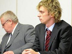 Obžalovaný Martin Vaverka se svým obhájcem.