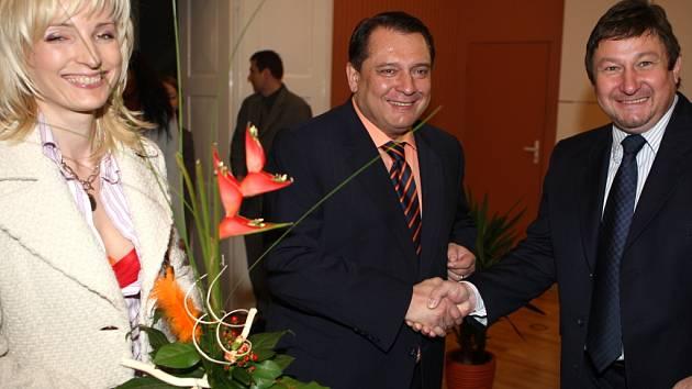 Předseda sociálních demokratů Jiří Paroubek navštívil spolu s manželkou (vlevo) ve středu 16. dubna Zlín, kde se setkal s politiky, studenty i veřejností.