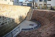 Uherské Hradiště odhalilo úsek městských hradeb mezi ulicemi Hradební a Kollárova. Významný doklad historie opevnění města, který přímo navazuje na přilehlý bastion.