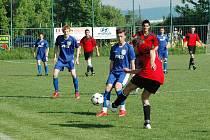 Fotbalisté Uherského Ostrohu (v tmavých trenýrkách) podali v prvním poločase proti Bojkovicím bídný výkon a prohráli jej vysoko 0:4. Po změně stran už jen zkorigovali na konečných 2:4.