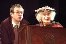 Poslení focená zkouška představení Harold a Maude před generálkou: KVěta Fialová a Josef Kubáník.