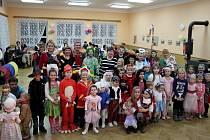 O zábavu dětí v maskách se postarali manželé Procházkovi z Letonic.