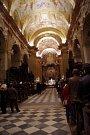 Půlnoční mši sloužil na Štědrý den v polozaplněné bazilice Nanebevzetí Panny Marie a sv. Cyrila a Metoděje na Velehradě místní kněz Petr Přádka.