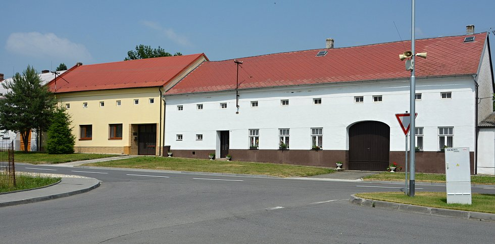 Na březích Svodnice leží Sazovice, vesnička má milená... Snímek z 24. června 2021.