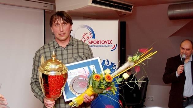 Za nejlepšího sportovce okresu – oštěpaře Martina Sklenáře -převzal cenu jeho otec Robert Sklenář.