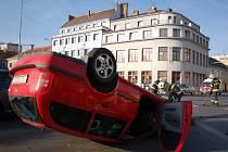 Středeční ráno řidičům v Hradišti zkomplikovala nehoda.
