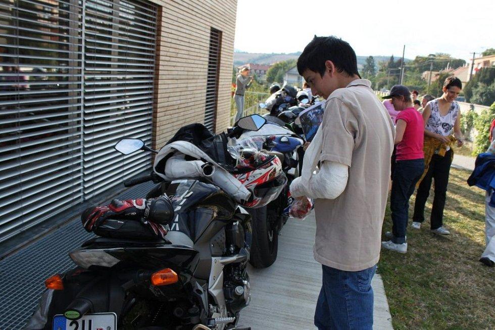 I z pohlazení motorky měli klienti radost.