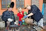 TVŮRCI. Kovozoo ve Starém Městě se může díky tvořivým lidem a uměleckým kovářům rozrůst o další zvířata.