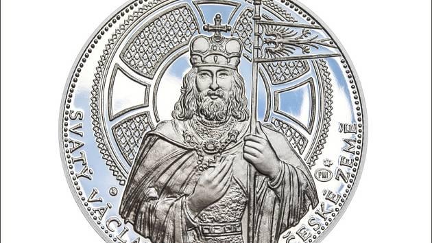 DESETIDUKÁT. Odražky z ryzího stříbra nesou stejné motivy svatého Václava jako zlaté, jsou však cenově dostupnější.