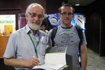 Ivan Burda (vpravo) s profesorem Crystalem.