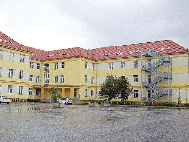 Opravené budovy bývalých kasarén v Uh. Hradišti.