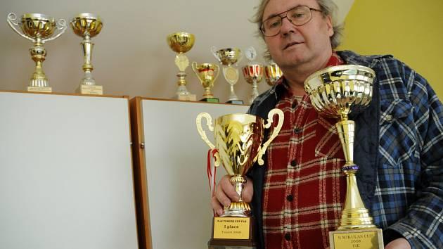 Lubomír Orel se svými trofejemi.