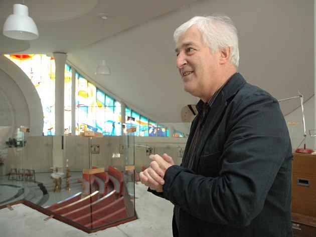 Architekt Ivo Goropevšek v mariborském kostele.