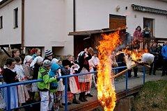 Zlatým hřebem nedělního programu v Muzeu keramiky v Tupesích bylo loučení se zimou.