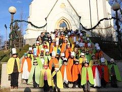 Netradičně jarního počasí si v sobotu 6. ledna při dopolední obchůzce v rámci Tříkrálové sbírky po Dolním Němčí, užívalo 60 dětí, rozdělených do 20 skupinek.